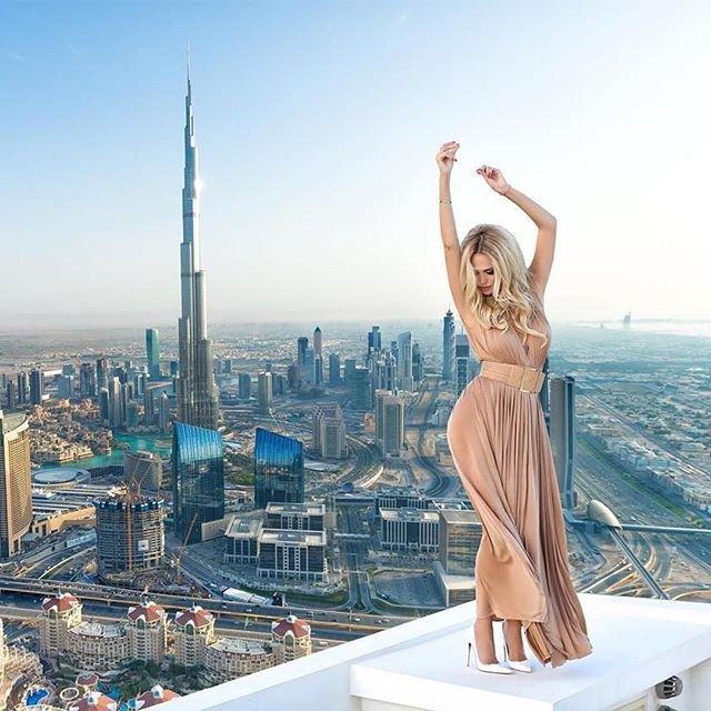 девушка в Дубае