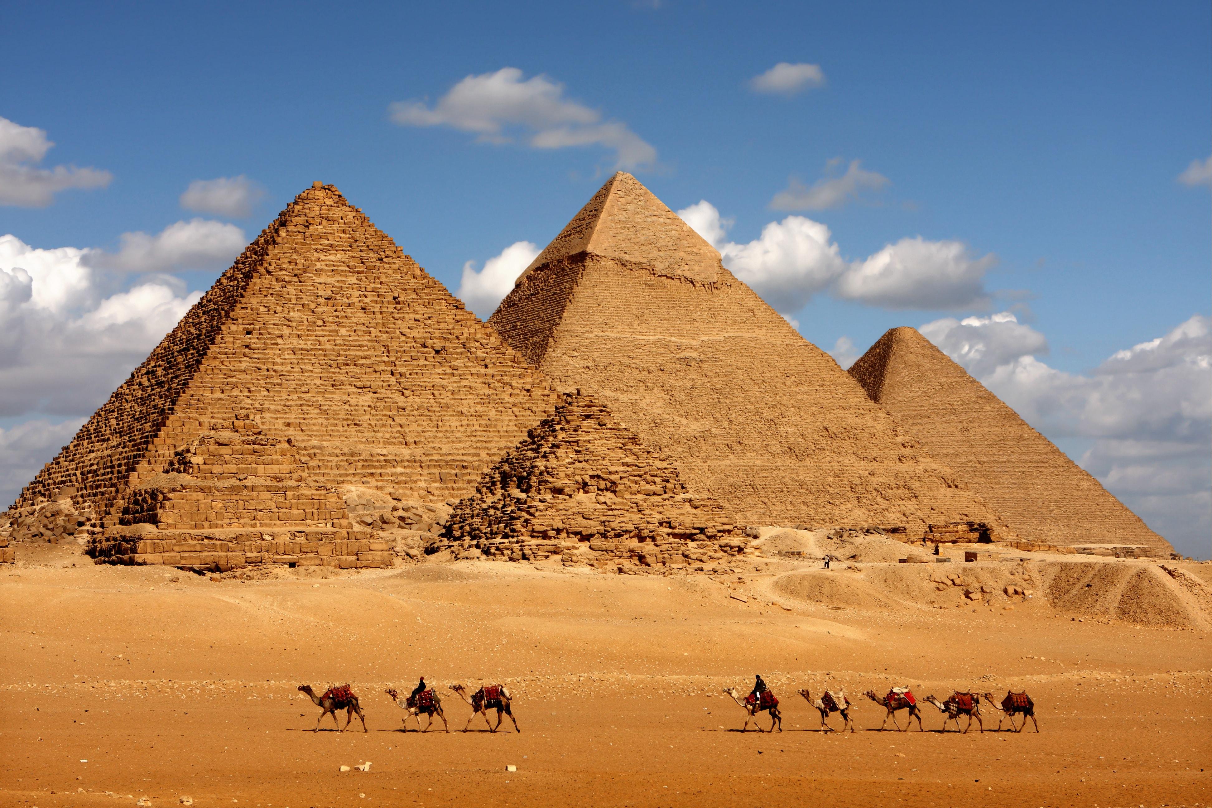 giza_piramidmin1.jpg