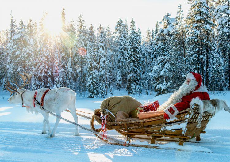 Санта-Клаус с оленями