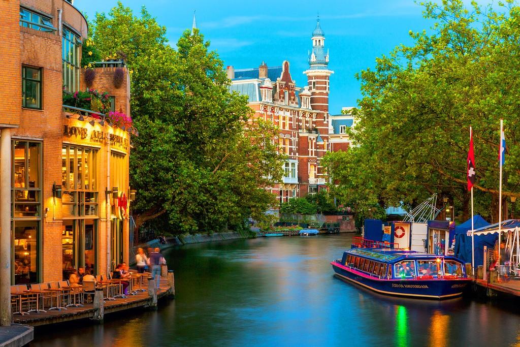 Здания в Амстердаме