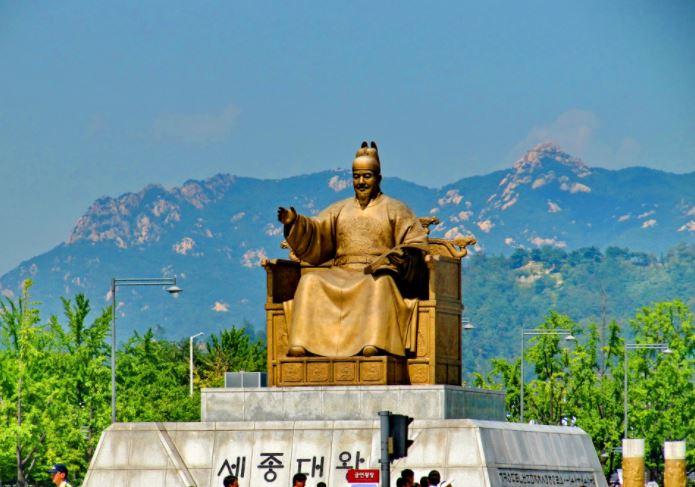 Памятник королю(вану) Сечжону Великому