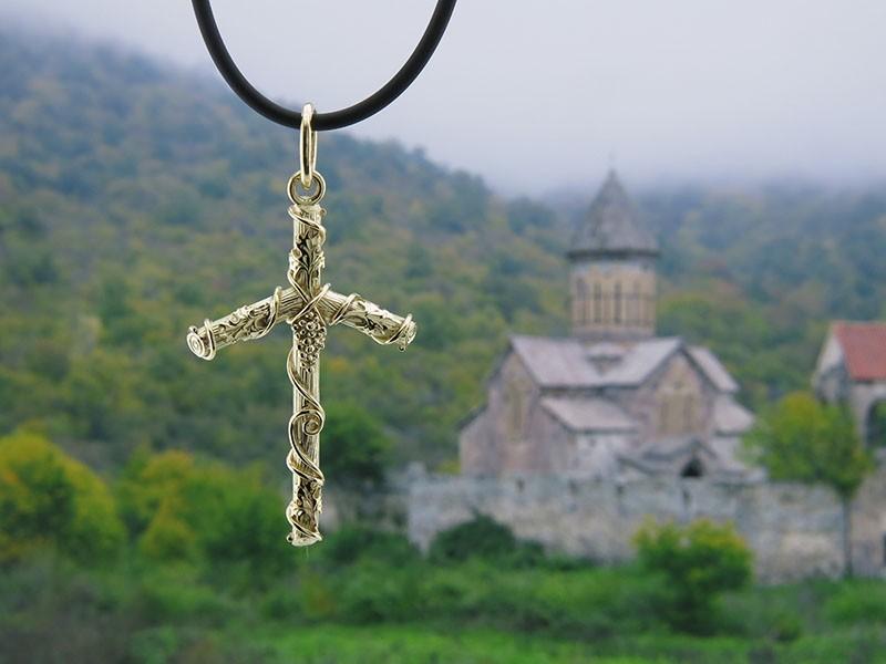 грузинский крест фото картинки из виноградной лозы нити прядет, клубок